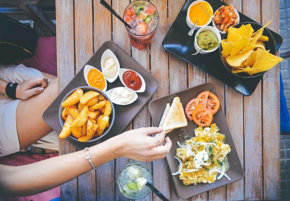 3 Hal yang Nggak Boleh Kamu Lakukan Waktu Makan, Demi Kebahagiaan yang Hakiki