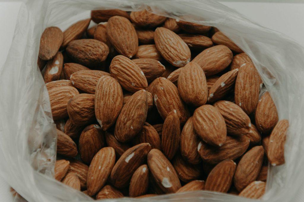 Suka Mengkonsumsi Kacang Almond? Inilah Beragam Manfaatnya!